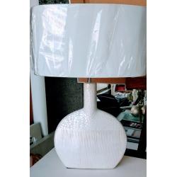 Lampara blanca ovalada